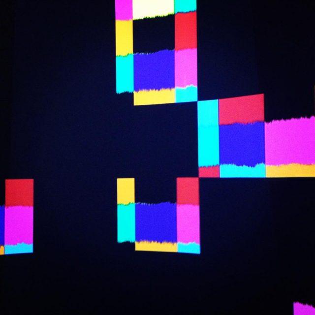 pixel designmuseo bunt wrfel schweben visuell virtuell space